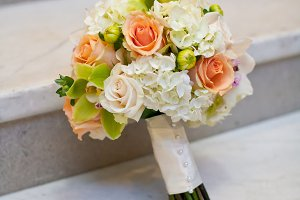 White and peach flower bouquet