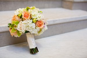 White and peach flower bouquet horiz