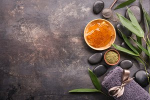 Honey and powder for spa