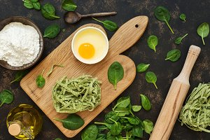 Preparation of pasta with spinach.