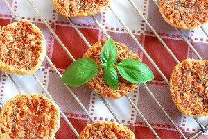 Mini pizas baked with tomato