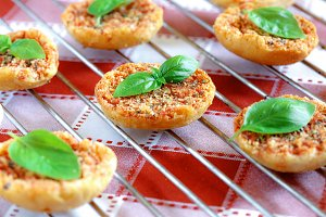 Mini pizas baked with basil