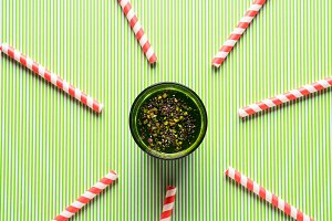 Green smoothie with spinach, chia se