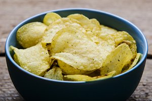 Chips with herbs