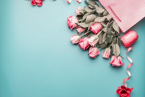Greeting pink roses in shopping bag