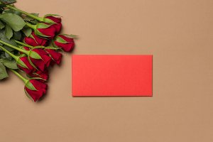 Red roses and red envelope