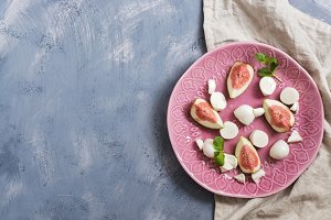 Pieces of figs with mozzarella chees