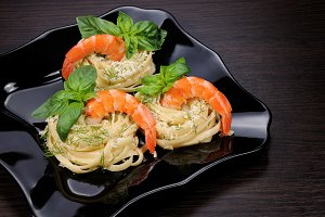 Nests of spaghetti with shrimp