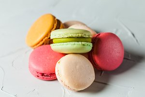 Colorfull macaroons heap