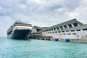 Luxury cruise ship Singapore