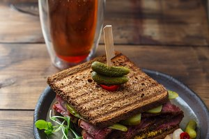 Pastrami sandwich with beer