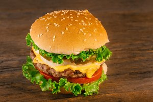 Appetizing homemade cheeseburger