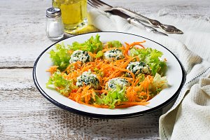 Salad with carrots and cottage chees