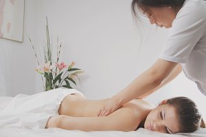 Tibetian massage in spa salon for young woman