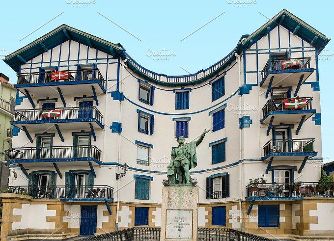 Basque country. Spain. Elcano - Architecture