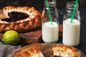 Pie with cottage cheese and milk