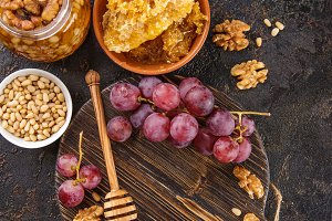 Honey, grapes and nuts