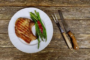 Barbecue Steak with green Asparagus