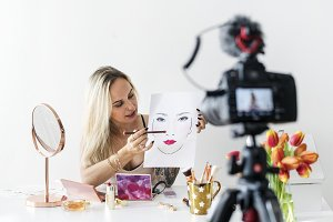 Beauty blogger recoding makeup tutor