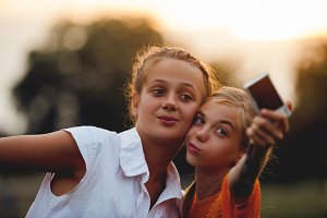Friends do selfie