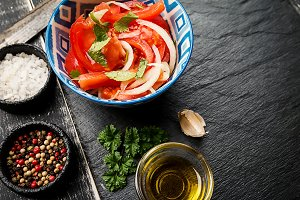 Tomato salad with onion
