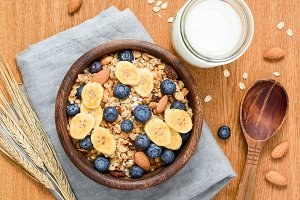 Breakfast cereals with fresh fruits