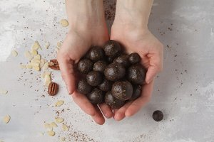 nut cocoa raw vegan sweet balls