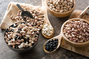 Uncooked assorted legumes