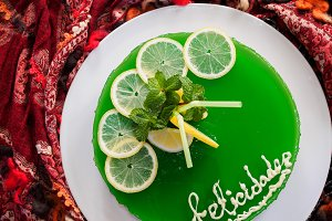 Gelatin mojito cake with lime