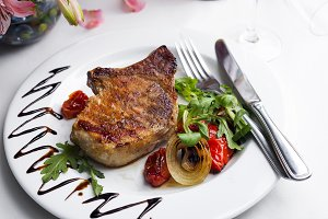 Grilled beefsteaks and vegetables