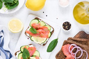 Toast sandwiches with salmon