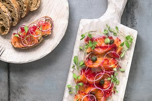 Cured salmon with onion, greens and bread, scandinavian dish