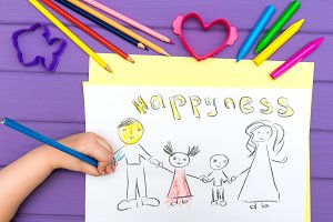 The child paints a sketch of the family