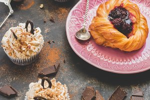 Muffins with cream and bun