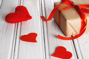 Box with a present to the Valentine'