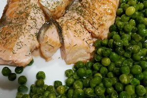 Roasted fresh salmon with peas