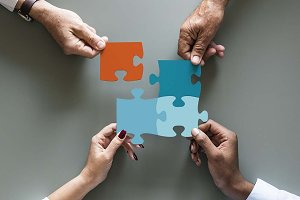 Business teamwork jigsaw (PSD)