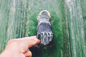 Door handle in form of a hand