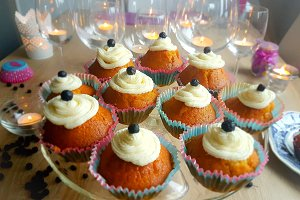 Vanilla Cupcakes With Blueberries_