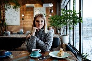 girl eats dessert in cafe