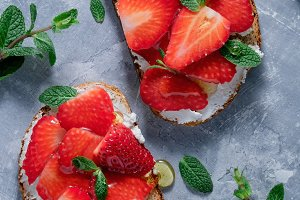 Sweet sandwiches with strawberry