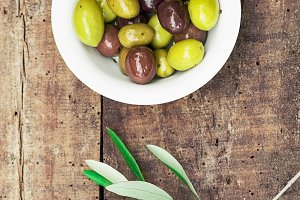 Rustik still life with olives