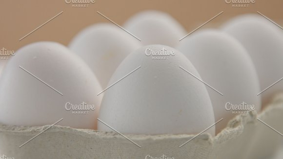 Box With 6 White Eggs