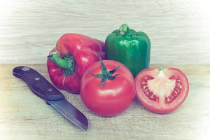 Tomato,sweet pepper and knife