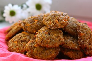 round crispy carrot brown cookies