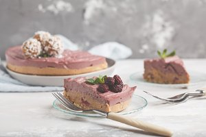 Raw vegan raspberries cheesecake