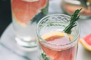 Cold detox cocktails with grapefruit