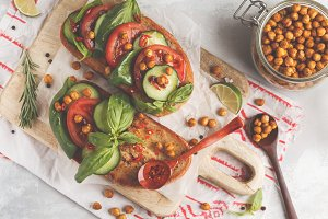 Vegetables and chickpeas sandwich