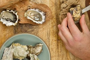 Fresh Oyster Shucking