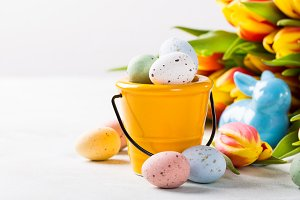 Easter composition with quail eggs and tulips
